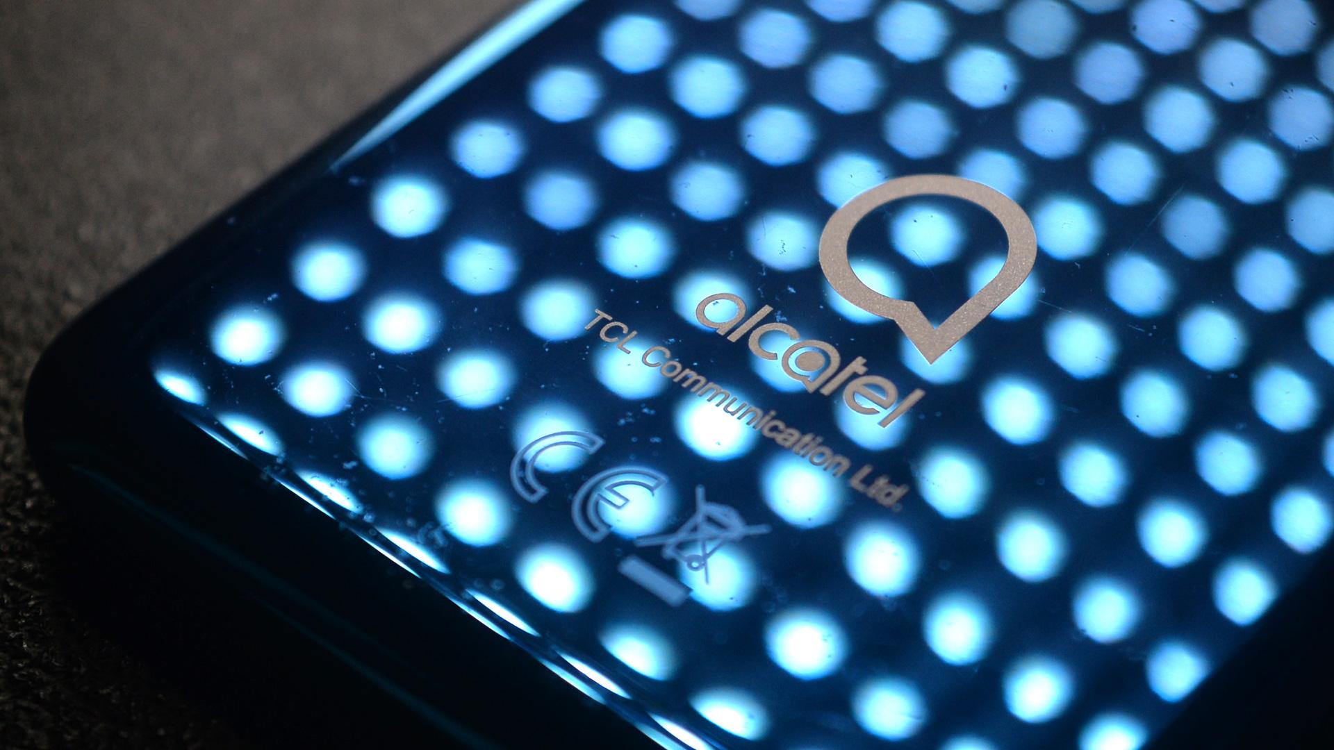 Waarom de Alcatel 3 zo'n goedkope smartphone is